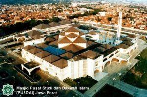 sejarah masjid pusdai bandung jawa barat